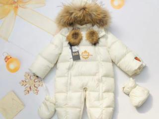 Зимний комбинезон с натуральным мехом с шапочкой, варежками и уггами
