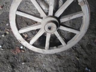 Продам колесо деревянное