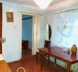 Продаю дом - 4 ком., можно на 2 семьи, без ремонта. Район 8 Военная