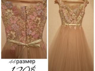 Платье нарядное 44 раз
