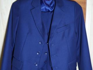 Детский школьный брючный костюм-тройка для мальчика синий.