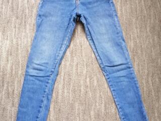 Стильные джинсы с завышенной талией