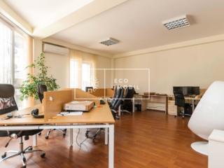 Vânzare, spațiu comercial, oficiu, amplasat în inima capitalei str. ..
