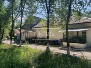 Se vinde spațiu industrial, frigider cu teren de 7 ari situat în sat.
