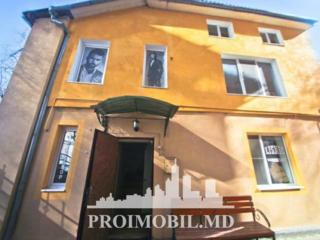 Se oferă spre chirie oficiu, Centru, str. București, prima linie. ...