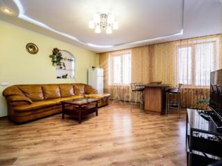 Se dă în chirie apartament cu 3 camere, amplasat în sect. Centru, pe .