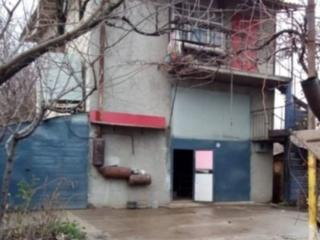 Продаю капитальный гараж в Кишиневе (3 уровня) + большая территория