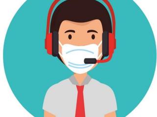Operatoare la consultare pe telefon
