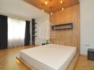 Se dă în chirie apartament cu 4 camere, str. Bănulescu Bodoni. ...