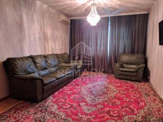 Se dă în chirie apartament cu 4 camere, amplasat în sect. Centru, pe .