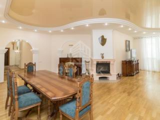 Se dă în chirie apartament de Lux cu 4 odăi, situat în sect. Centru, .