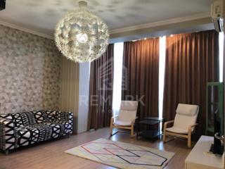 Se dă în chirie apartament cu 2 odăi și living amplasat în Centru pe .