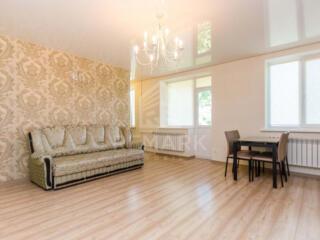 Se dă în chirie apartament cu 2 odăi amplasat în sectorul Centru pe ..