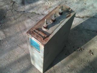Продам компенсационный конденсатор для электродвигателей на 380 с 220в