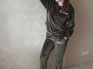 Велюровый зеленый спортивный костюм. Размеры в наличии: 48-54