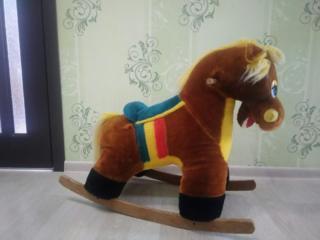 Продам детскую лошадку-качалку, б/у. Цена 100 рублей. Торг.