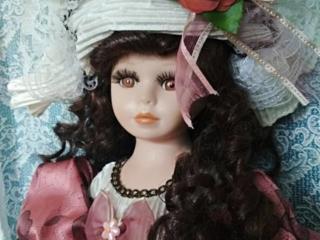 """Сувенирная кукла, фарфоровая, коллекционная ≈40 см """" Матильда """". (б/у)"""
