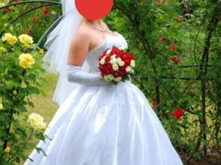 Продам свадебное платье размер 46-50 регулируется корсетом срочно!!!