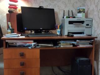 СРОЧНО ПРОДАМ стол для компьютера, б/у, отличное состояние, добротный.