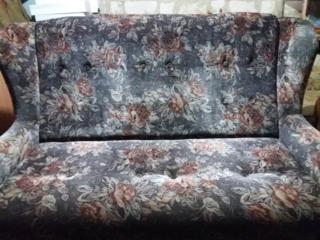 Продаю диваны в 3 сложения, кресла раскладные в хорошем состоянии.