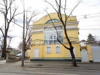 Se dă în chirie oficiu, amplasat în sect. Centru, pe str. București. .