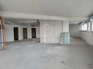 Se vinde spațiu comercial, amplasat la parterul clădirii de pe str. ..