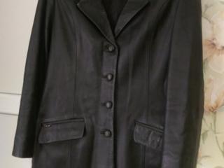Продам женский кожаный пиджак, б/у. 100 руб.