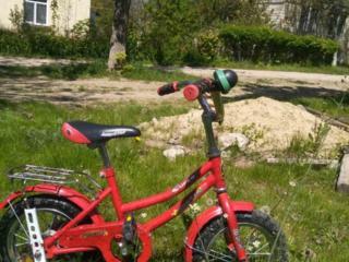 Продам красный велосипед для ребёнка 3-5 лет