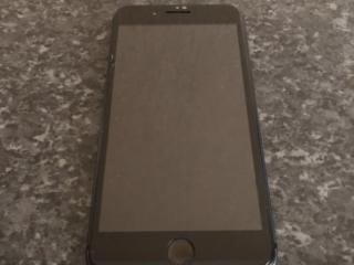 Продам Айфон 8+