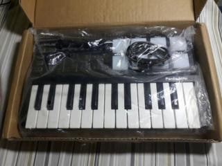 Продам новый миди контроллер Worlde Panda MINI USB. Это не пианинка! )