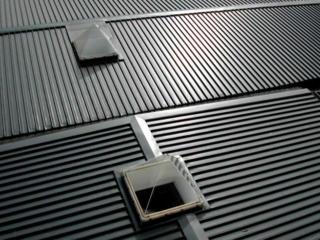Монтаж профнастила на двускатной или вальмовой крыше в Николаеве