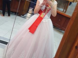 Продам очень красивое, нежное выпускное платье