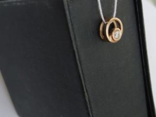 Продам женскую подвеску с бриллиантом из Якутского золота.