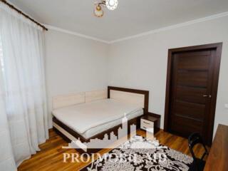 Spre chirie se oferă apartament în bloc vechi, situat în Centru, str.