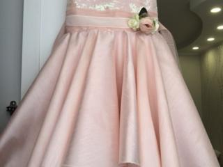Нарядное платье на девочку 8-9 лет