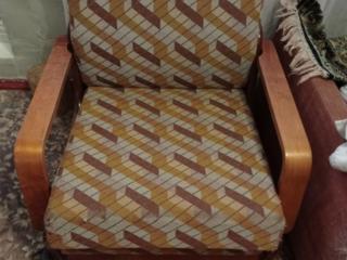 Кресло раскладное в хорошем состоянии, кровать панцирная, диван б/у
