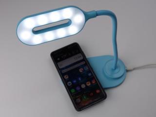 Беспроводная зарядка для телефона по стандарту Qi и стильная лампа