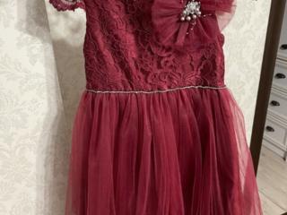 Продам платья на девочку, 128 рост