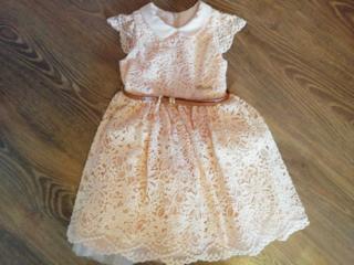 Платье и джинсы на девочку 2-3 лет.