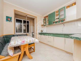 Se dă în chirie apartament cu 3 camere, amplasat pe str. Nicolae ...