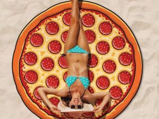 Покрывало, подстилка-подарочный, сувенирный вариант пицца-пончик. Новый