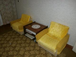 Продам кресла и журнальный стол
