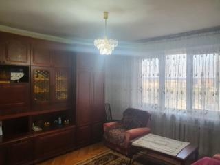 Chirie! Botanica, apartament bilateral, spatios cu 3 camere separate