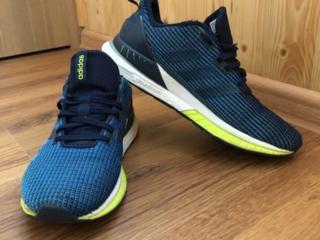 Продам оригинальные кроссовки Adidas в отличном состоянии 41 размер
