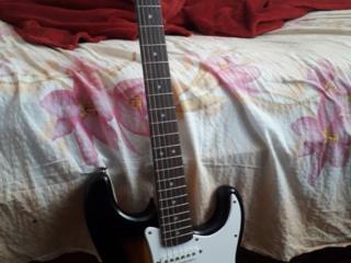 Электрогитара Fender Squier Bullet Stratocaster+шнур и переходник