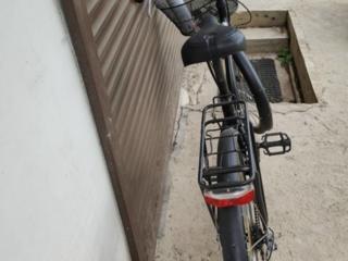 Велосипед с корзинкой впереди из Италии с удобным сидением