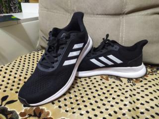 Новые кроссовки 44 размер