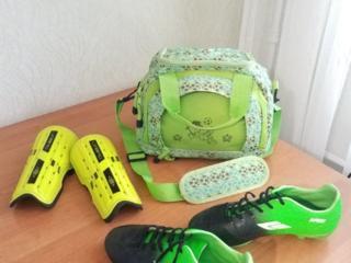 Продам бутсы, щитки и футбольную сумку