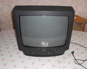 Televizoare LG, diagonala 51 cm. Stare bună. Prețul - 400 lei.