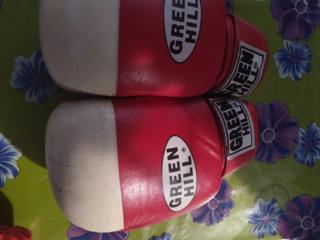 Продам кожаные боксерские перчатки